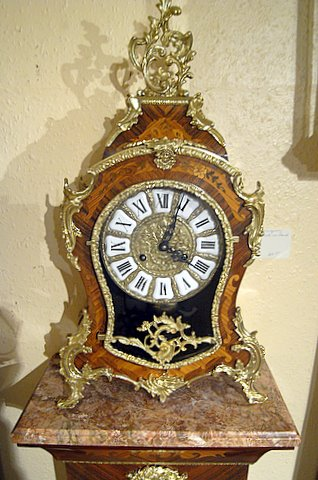Click here to see more detail of a 20th century French style marquetry mantel clock