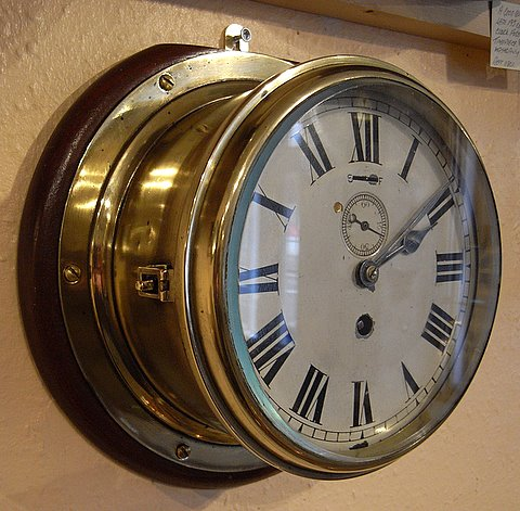 Click here to see more detail of an early 20th century ships bulkhead clock