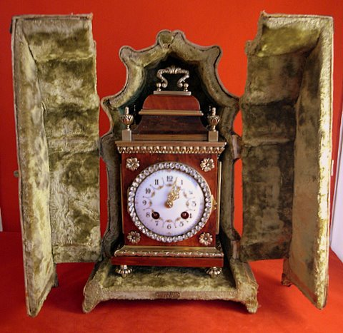 Louis XVI-style tortoiseshell gilt mantel clock - case open